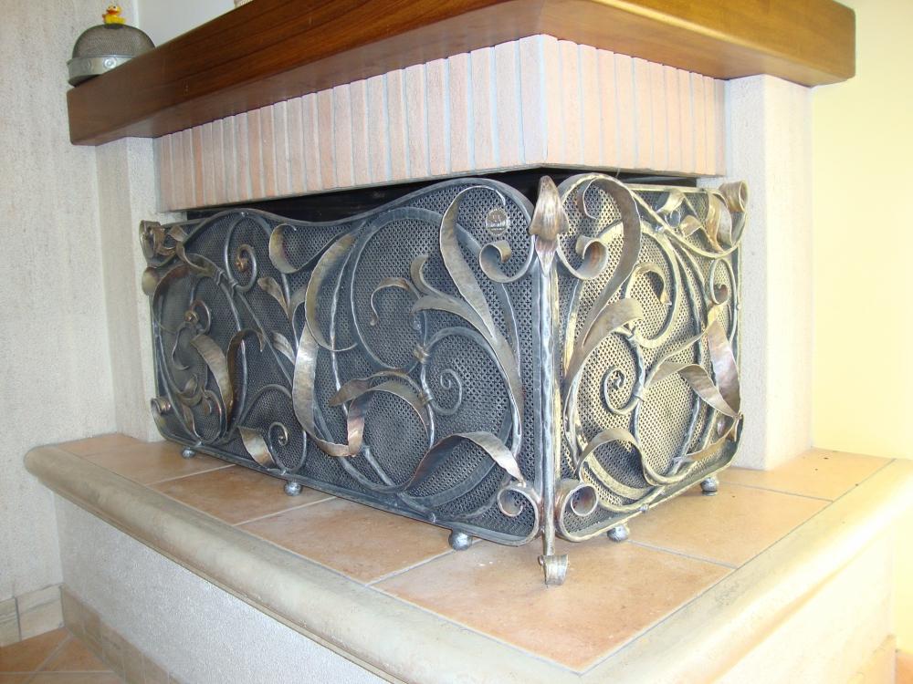 decorations d 39 interieur decorations en fer forg tables porte bouteille bancs en fer forg. Black Bedroom Furniture Sets. Home Design Ideas