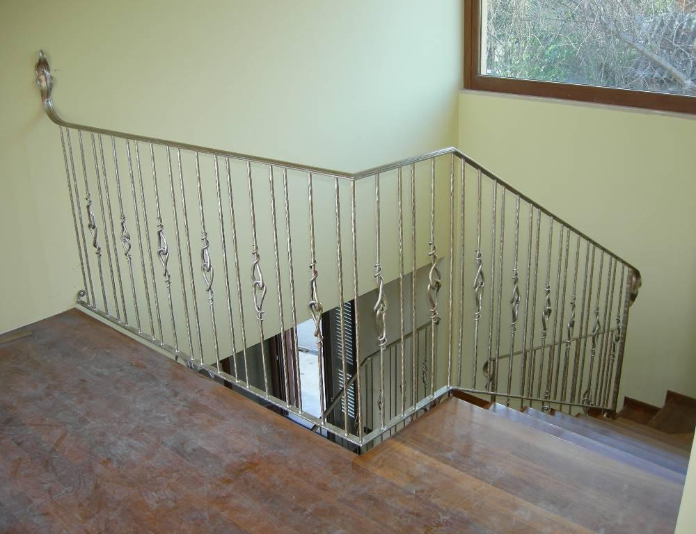 Rampes d 39 int rieur en fer escaliers en fer forg garde - Rampe d escalier interieur ...