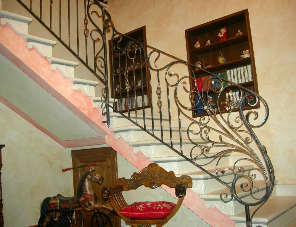 rampes d 39 int rieur en fer escaliers en fer forg garde. Black Bedroom Furniture Sets. Home Design Ideas