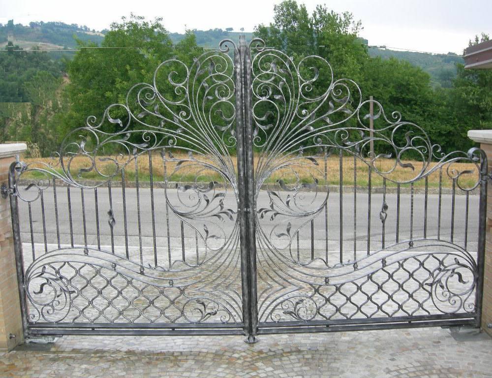 Portails en fer forg portail en fer fabrications en for Ferro battuto di prinzio