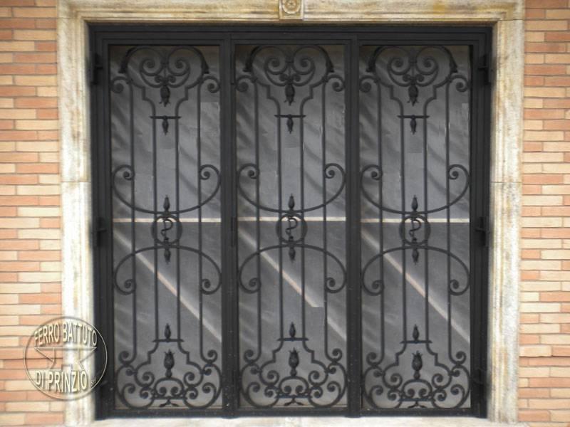 grilles et protections portails en fer forg lits en fer forg. Black Bedroom Furniture Sets. Home Design Ideas